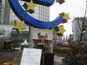 Ausharren im Regen - Occupy Camp vor der EZB am 31.12.2011