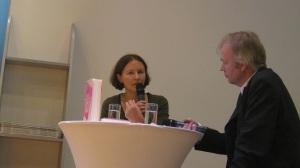 Alina Bronsky am FAZ-Stand im Gespräch mit Tilman Spreckelsen