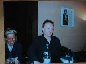 Norbert Niemann liest im Literaturhaus Frankfurt 1997, links neben ihm: Silvia Bovenschen  (Foto: Carmen Treulieb)